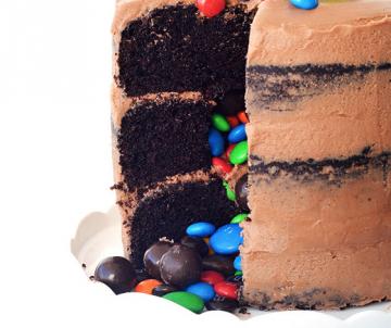 Piñata Choco Surprise Cake