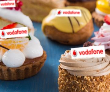 Gesorteerd gebak met logo